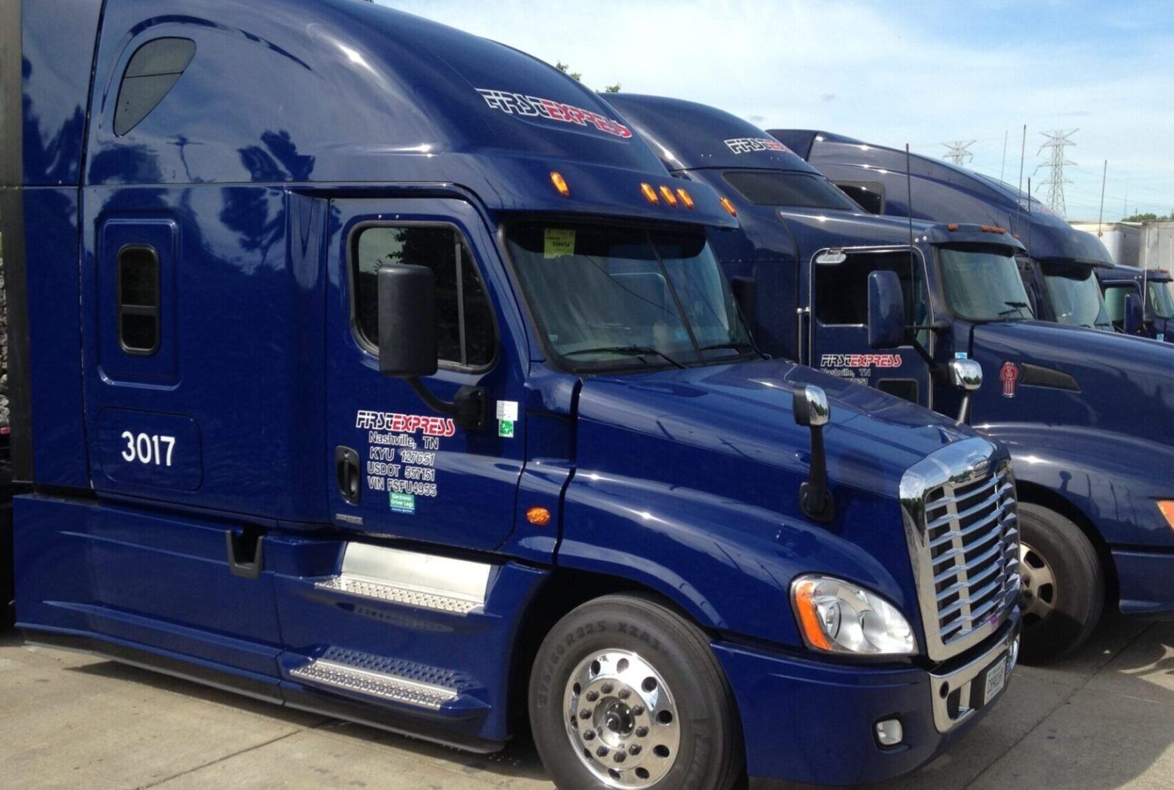 Line of Trucks with cabs of Nashville truckload carriers with truckload carrier tracking